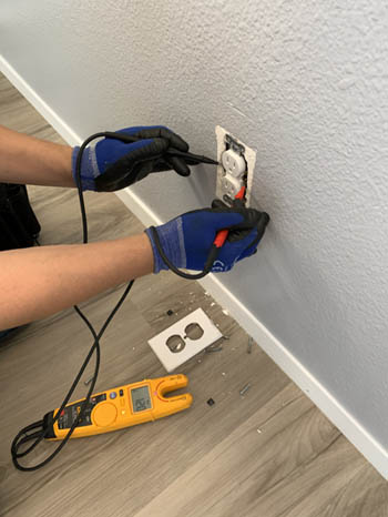 This picture shows an outlet and electrical repair in Ventura